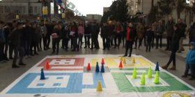 """Loja """"LUDO"""" mblodhi shumë të rinj në sheshin """"Adem Jashari"""" në Skenderaj"""