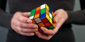 Sekretet e Kubit të Rubikut: Kush e zbuloi dhe rrëfimi për njeriun që humbi 26 vjet duke u marrë me të (Foto)