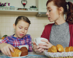 Ushqimet 'e rrezikshme' që nuk duhen konsumuar asnjëherë në mëngjes
