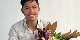 U fotografua me lulet që gjeti në tavolinë në ditën e parë në punë, e kuptoi se kishte gabuar vetëm disa muaj më vonë (Foto)