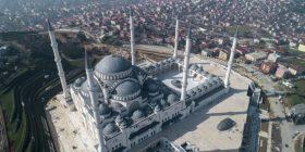 Së shpejti hapet xhamia më e madhe në Turqi – detajet dhe pamjet brenda dhe jashtë saj (Foto/Video)