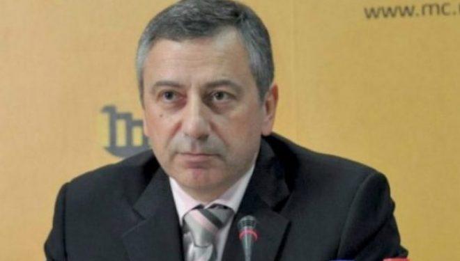 Historiani serb 'godet' Vuçiqin: Ashpërsuat raportet me Kosovën
