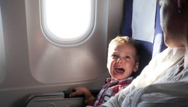 Ja arsyeja se pse fëmijët qajnë gjithmonë kur janë në aeroplan