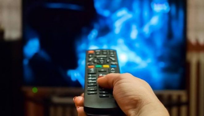 Njerëzit që shikojnë televizor për orë të gjata kanë një memorie më të dobët