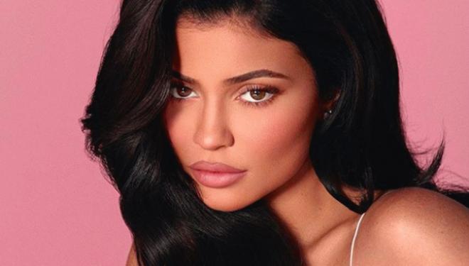 Kylie Jenner e guximshme, poston fotografi pa 'make-up'