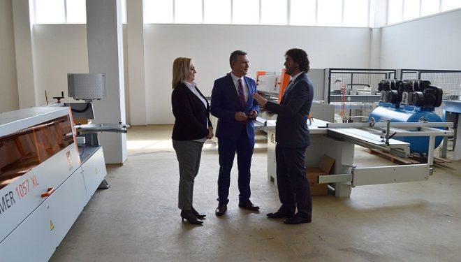 Hoti nënshkruan memorandum me Universitetin e Ferizajt