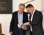 """Ministri Gashi takoi Nuhi Bytyqin, autori i """"Librit të Luftës"""""""
