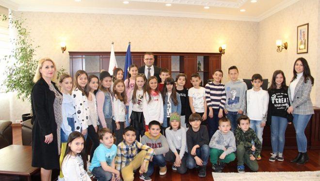 """Nxënësit e Shkollës Fillore """"Faik Konica"""" mësojnë për rolin e parasë në jetën e tyre"""