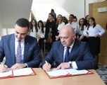MZHE ndan 290 mijë euro për sektorin e arsimit në Gjakovë