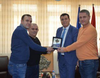 Komuna e Mitrovicës nderon me mirënjohje ortopedët