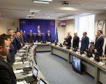 Qeveria nis mbledhjen me një minutë heshtje në nderim të Familjes Jashari