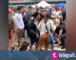 Një grua befason të gjithë, e godet dhe e lë pavetëdije një burrë – në mes të turmës (Video)