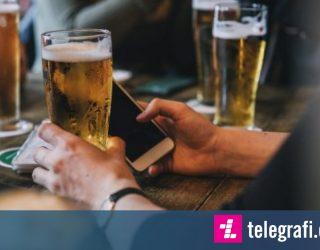 Zinxhiri i kafeneve ndalon përdorimin e telefonave, mysafirët të flasin më shumë mes vete (Foto)