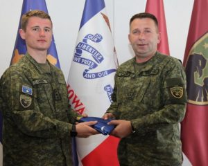 Kapiteni i FSK-së, instruktor në Akademinë Ushtarake Mbretërore britanike