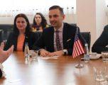 Delegacioni i bizneseve amerikane vizitojnë ministrin Lluka