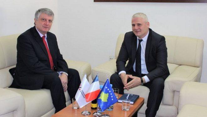 Ambasadori francez konfirmon mbështetjen në luftën ndaj korrupsionit