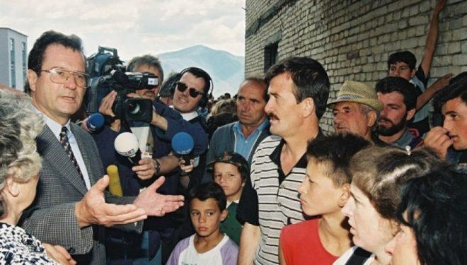 Më 1998, Kinkeli kërcënonte Millosheviqin me përdorim të forcës nëse s'tërhiqej nga Kosova