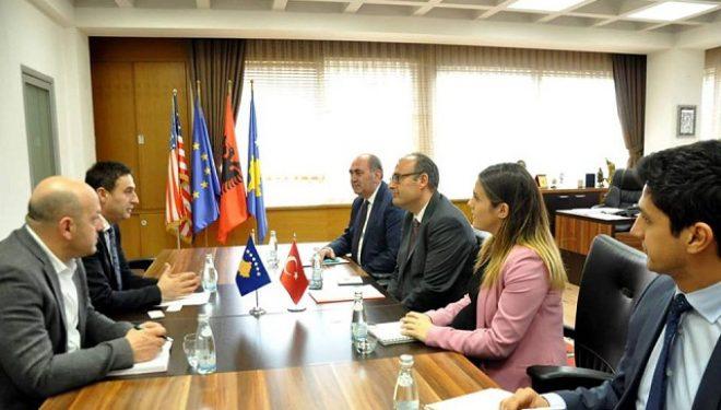 Bytyqi takon ambasadorin turk, flasin për vazhdimin e bashkëpunimit në arsim