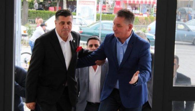 Haziri i reagon Pal Lekajt: E turpshme të kërkohet largimi i Ambasadorit