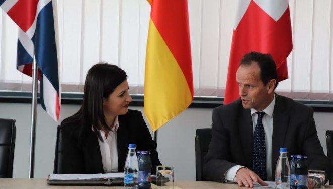 Peci dhe Gjonaj zotohen për progres të përbashkët Kosovë-Shqipëri në sistemin e drejtësisë
