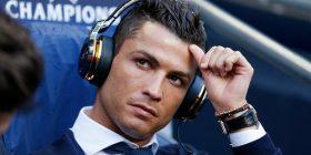 Kush është këngëtarja kosovare që ndjek Cristiano Ronaldo?