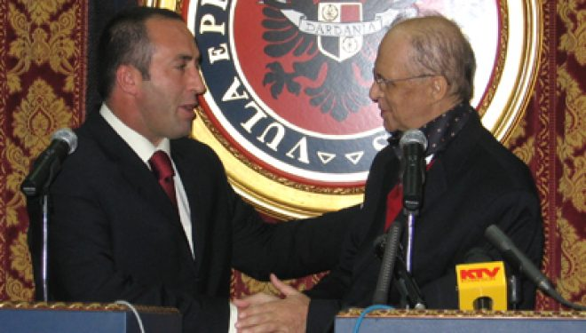 Haradinaj kujton momentin se sikletshëm të 8 Marsit 2005, kur kishte lënë kryeministrinë e ishte nisur për Hagë
