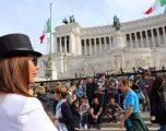 """Vjosa Emini i """"çmend"""" italianët (Foto)"""