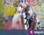 Gjyshet u mësuan të vizatojë grafitë me sprei, si pjesë e një festivali (Video)