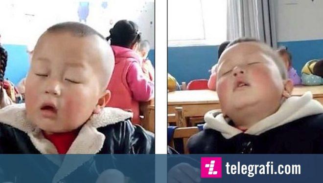 """Katërvjeçari nuk mund të """"largonte gjumin"""" në klasë – madje edhe kur mësuesja i tha se """"ishte koha për të shkuar në shtëpi"""" (Video)"""