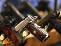 Postoi ca foto me armë në dorë, policia inicion rast ndaj të dyshuarës