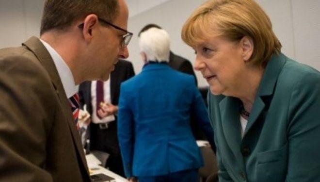 Deputeti gjerman kritikon ashpër Mogherinin e Hahnin për mbështetje të ndryshimit të kufijve