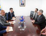 Haradinaj takohet me ambasadorin amerikan Kosnett
