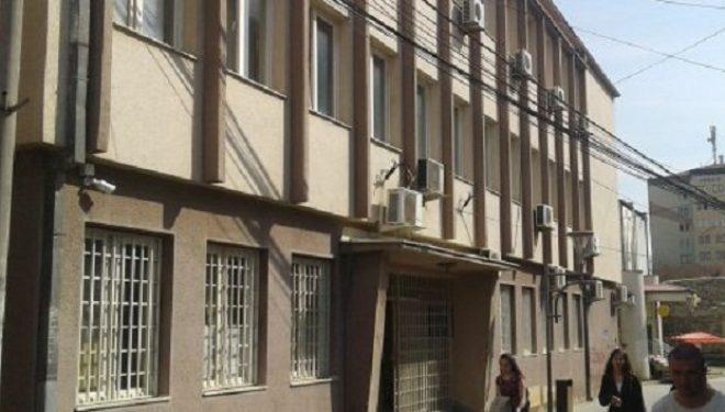 Një muaj paraburgim dy të dyshuarve për shembjen në ish-Hotel Adriatiku në Mitrovicë