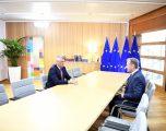 Thaçi pas takimit me Tusk: Bashkimi Europian duhet ta marrë vendimin e vonuar për heqjen e vizave për kosovarët
