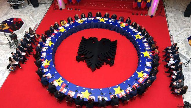 """Kosovë-Shqipëri, tarifat e """"Roaming""""-ut ulen nga data 15 qershor"""