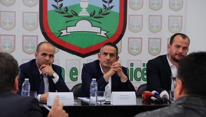 """Matoshi prezantoi para qytetarëve projektin e hidro-sistemit """"Kikë – Kremenatë"""" në Kamenicë"""