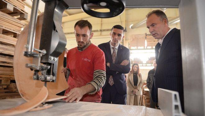 Përpunuesit e drurit vlerësojnë vendimin e ministrit Shala për ndalimin e eksportit të masës drusore