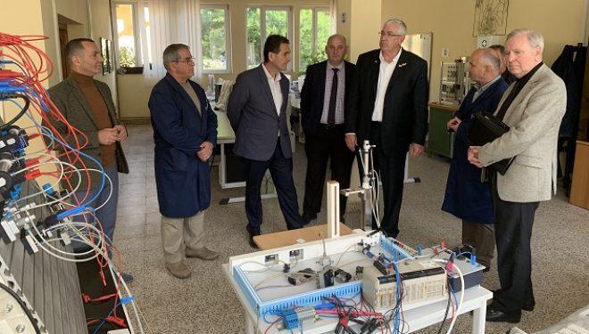 Udhëheqësit e arsimit profesional të shtetit të IOWA-s  vizitojnë Qendrën Trajnuese të KEK-ut