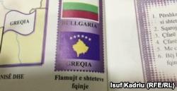 """Libri i Gjeografisë në Maqedoninë e Veriut, ku nën flamurin e Kosovës është shkruar """"Greqi"""""""