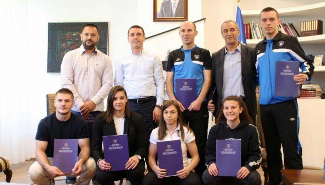 Gashi: Sportistët po na bëjnë krenarë edhe në vendet që nuk e njohin Kosovën