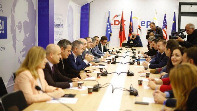 Mocioni i mosbesimit ndaj Qeverisë arsyeja pse Mustafa takoi deputetët e partisë së tij