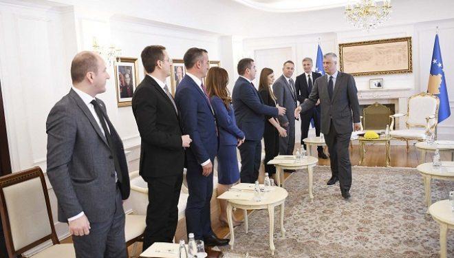 12 prokurorë të rinj japin betimin para prresidentit Thaçi