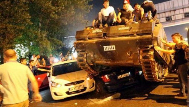 17 gjeneralë të ushtrisë turke dënohen me burgim të përjetshëm