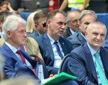 Clark tregon afërsinë me kosovarët, shpërndan statusin e Limajt në Twitter