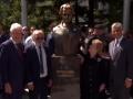 Përurohet busti i Albrightit në Prishtinë