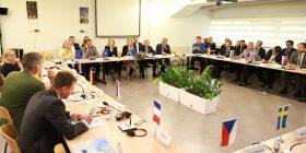 Hoxha në takim me ambasadorët e BE-së në Kosovë: Ne duhet t'i kryejmë detyrat tona