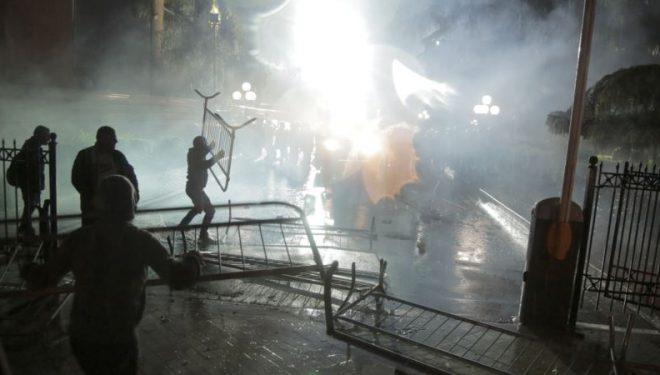 Protestë e dhunshme në Tiranë