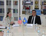 Në Gjilan u inaugurua projekti për avancimin e zyreve të e prokurimit, donacion i USAID'it