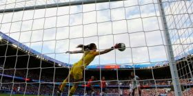 Kundërshtohet propozimi që të zvogëlohen fushat dhe portat për futbollin e vajzave