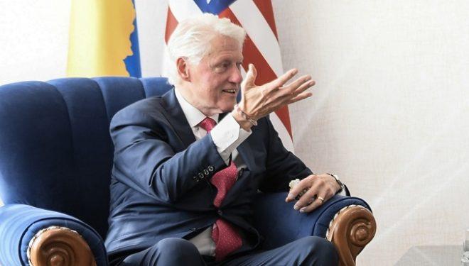 Clinton: Bota duhet ta shohë Kosovën si vend të demokracisë